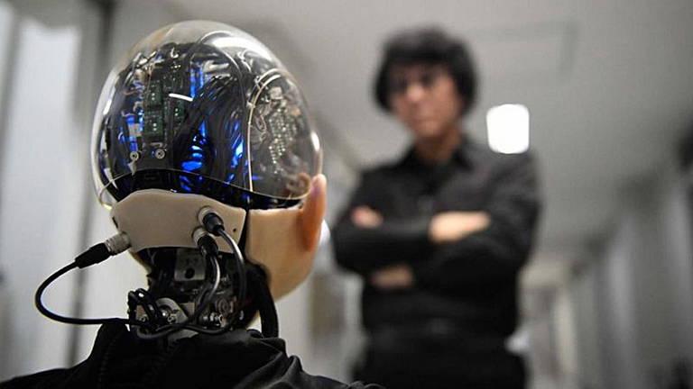 O engenheiro de robôs Hiroshi Ishiguro criou um robô andróide infantil de 10 anos chamado Ibuki