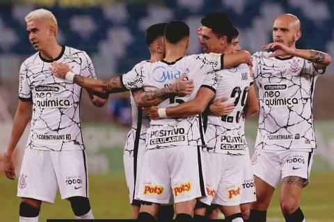 Jogadores do Corinthians comemoram gol contra o Cuiabá em partida contra o Corinthians