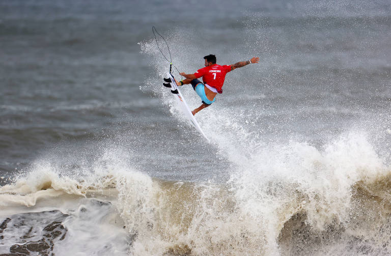 Italo Ferreira durante a final do surfe nas Olimpíadas de Tóquio, prova em que ficou com o ouro