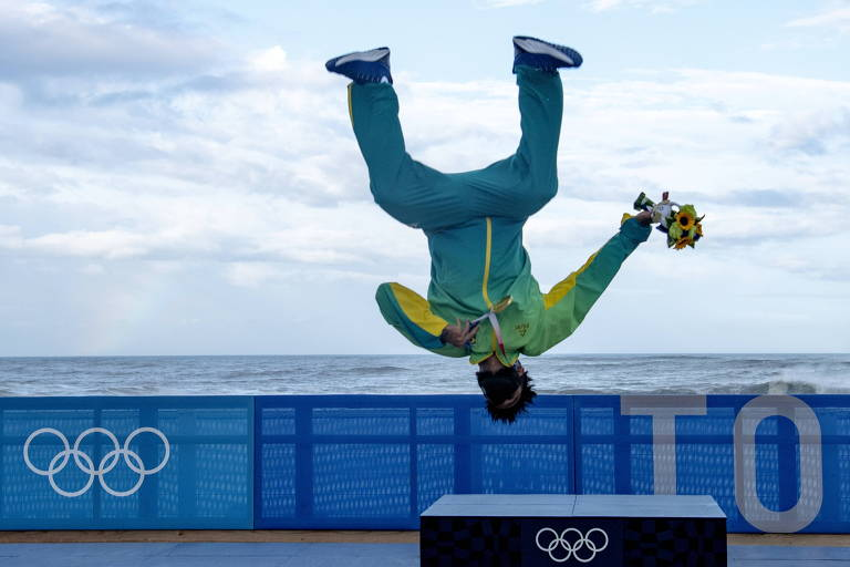 Italo Ferreira conquista medalha de ouro na estreia do surfe nas Olimpíadas