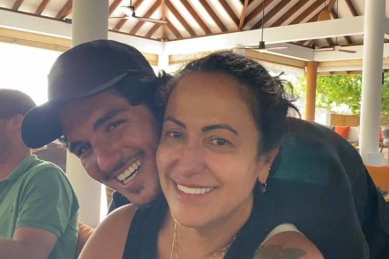 Após polêmicas, mãe de Gabriel Medina parabeniza o filho pelo tricampeonato