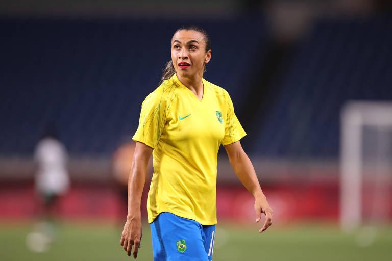 Marta tem jogado aberta, longe do gol; estaria no lugar certo?