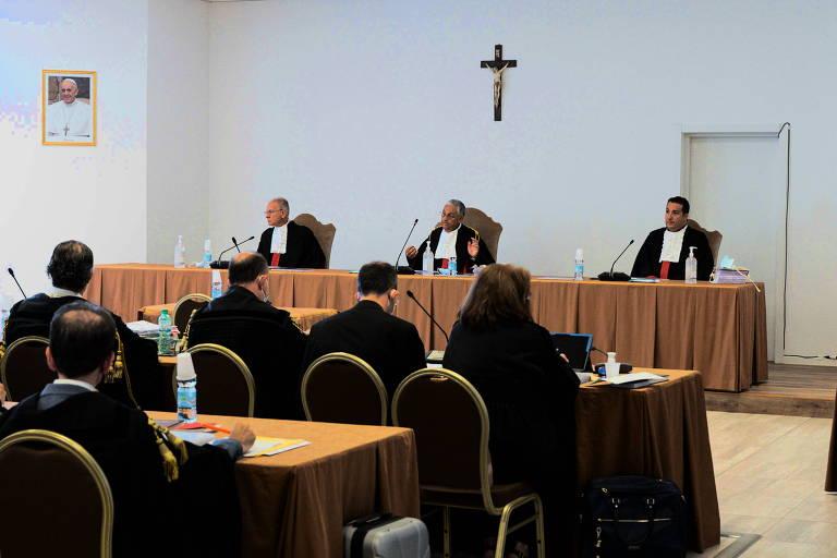 Vaticano começa julgamento de cardeal por crimes financeiros