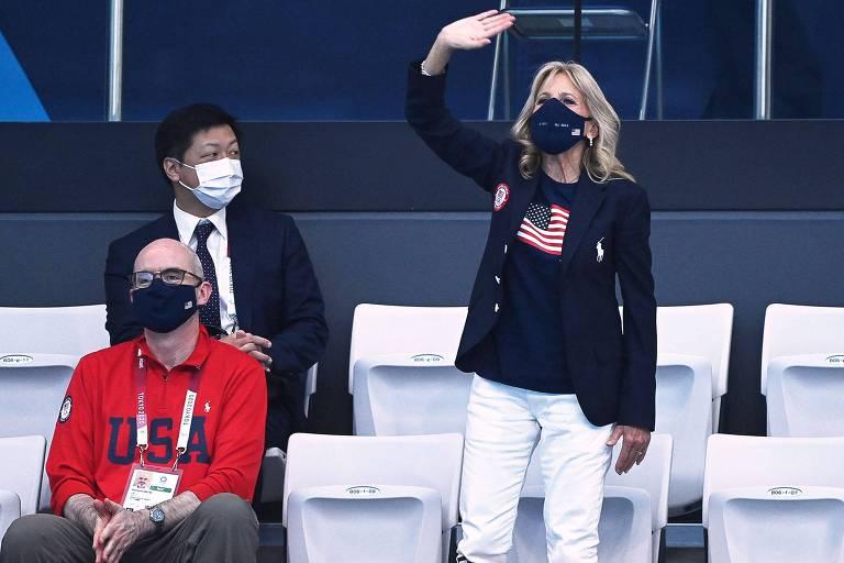 Primeira-dama dos EUA Jill Biden acompanha prova da natação nos Jogos Olímpicos de Tóquio