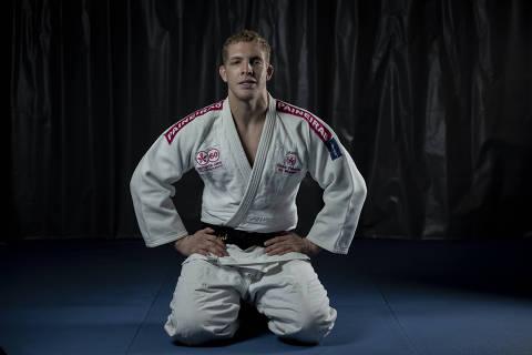 SÃO PAULO, SP, BRASIL, 16-06-2021: Retrato do judoca do clube Payneiras do Morumbi Rafael Buzacarini (29), que vai representar o Brasil nos Jogos Olímpicos de 2021.  (Foto: Bruno Santos/ Folhapress) *** FSP-ESPORTE *** EXCLUSIVO FOLHA***