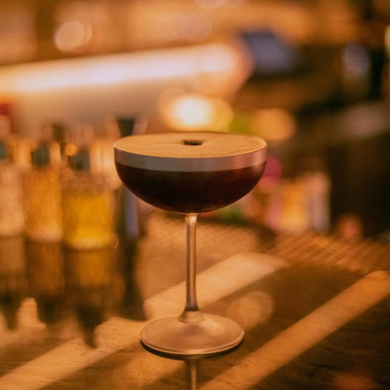 Espresso martini, do Fel, é feito com vodca, café expresso e licor de café
