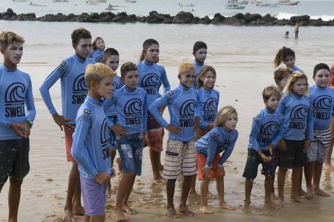 Em 'efeito Italo', crianças da cidade do medalha de ouro em Tóquio lotam aulas de surfe
