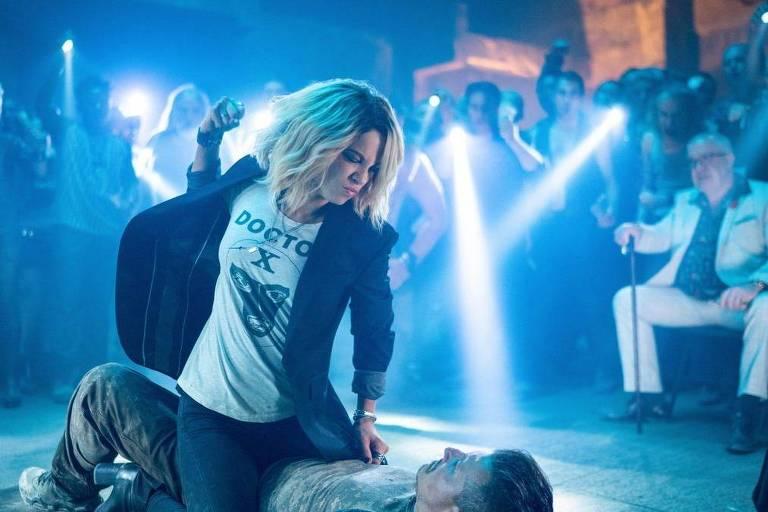 Kate Beckinsale tem ataques de fúria assassina com choques elétricos em 'Jolt'