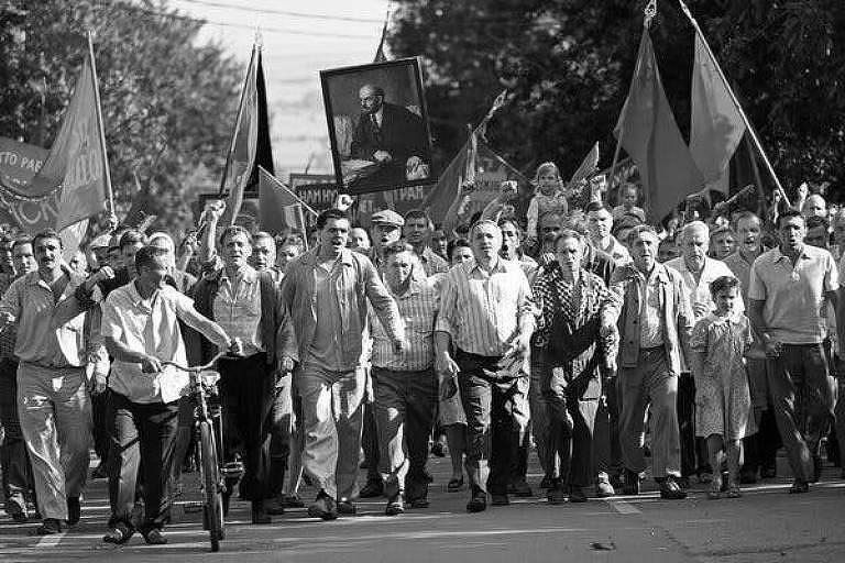 Cena do filme 'Caros Camaradas: Trabalhadores em luta', de Andrei Konchalovsky