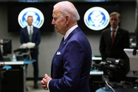 U.S. President Joe Biden tours the National Counterterrorism Center Watch Floor during a visit to the Office of the Director of National Intelligence in nearby McLean, Virginia outside Washington, U.S., July 27, 2021. REUTERS/Evelyn Hockstein ORG XMIT: WAS
