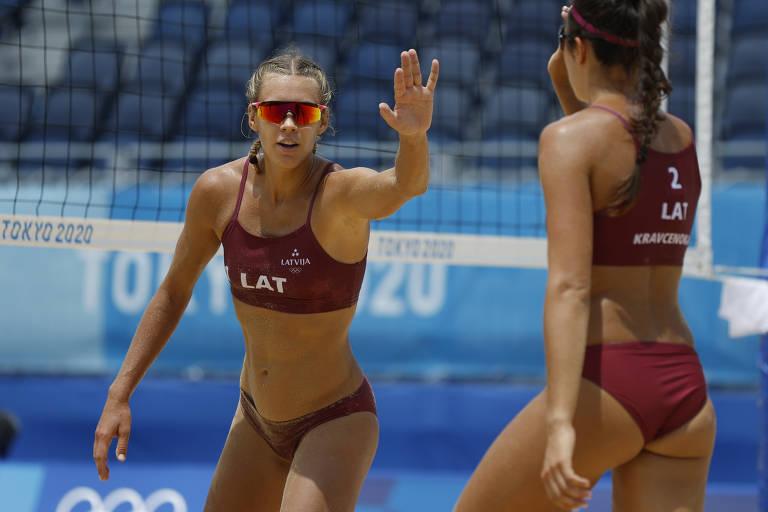 Tina Graudina e  Anastasija Kravcenoka da Letônia vencem o jogo por 2 sets a 1 das brasileiras Ana Patrícia e Rebecca