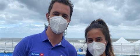 Guilherme Pereira e Carol Barcellos na cobertura do surfe nas Olimpíadas de Tóquio