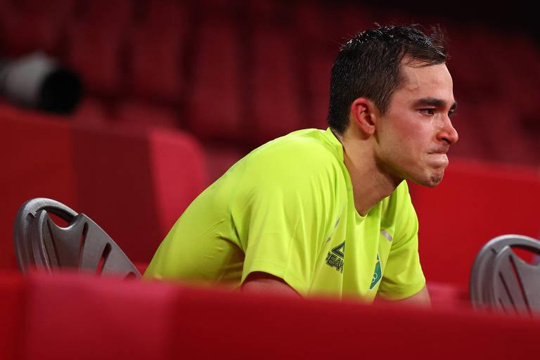 Hugo Calderano lamenta a derrota nas quartas de final dos Jogos de Tóquio