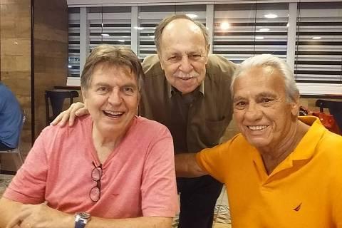Roberto Figueiredo (à dir.) com os amigos Murilo Rocha (no centro) e Maurício Menezes