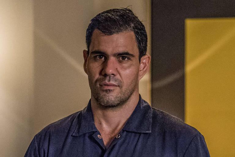 Juliano Cazarré como Magno em 'Amor de Mãe'