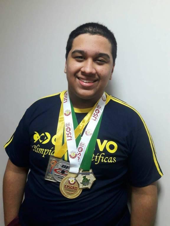 Caio Augusto Siqueira, 17, ganhou a medalha de ouro na Olimpíada Internacional de Física