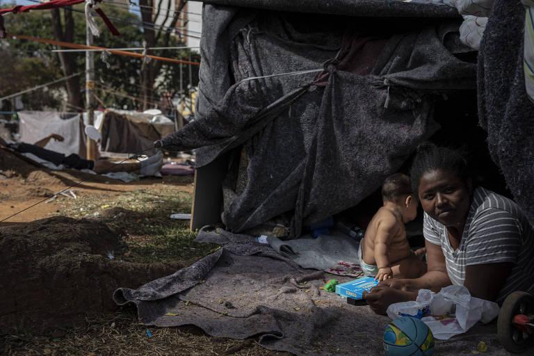 'Migrantes da pandemia' se mudam com crianças para ruas do centro de São Paulo