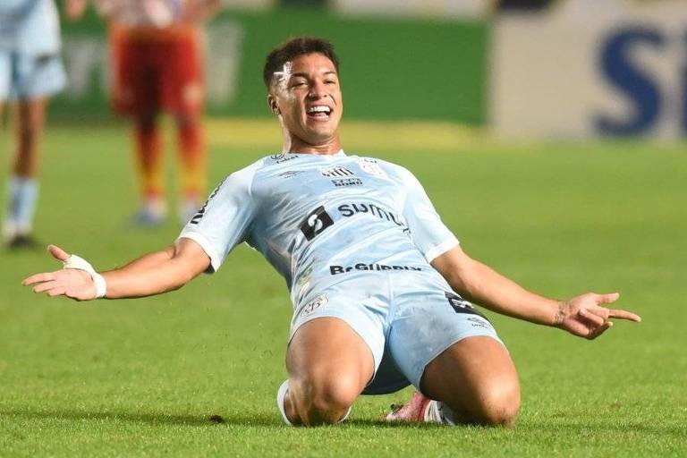 Santos sofre para marcar o primeiro, mas deslancha e goleia Juazeirense