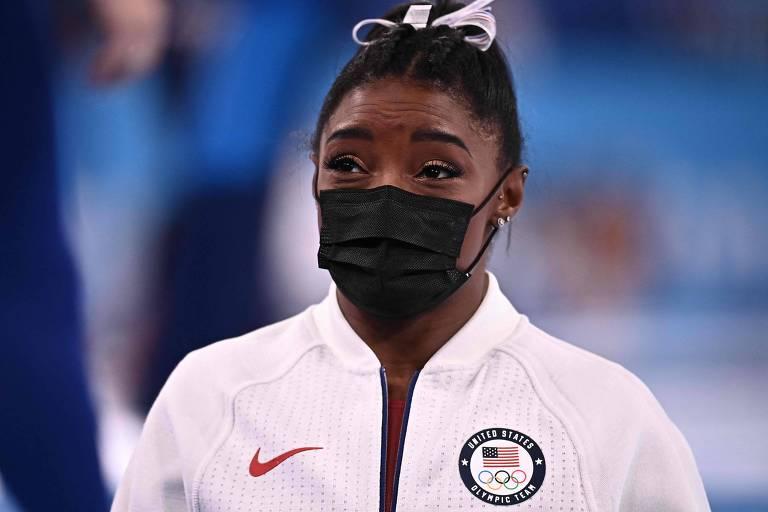 Simone Biles logo depois de pedir para ficar fora da final por equipes, na Arena Ariake, em Tóquio; no dia seguinte ele anunciou que também não disputaria a decisão individual geral