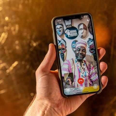 São Paulo, SP, Brasil, 30-06-2021: Projeto Folha e Instagram. Chef Sam, dono do Mama África Buffet La Bonne Bouffe, natural do Camarões. (foto Gabriel Cabral/Folhapress) (foto Gabriel Cabral/Folhapress)