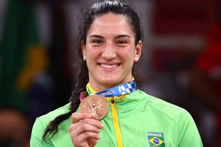Mayra Aguiar com a medalha de bronze conquistada nesta quinta (29), em Tóquio