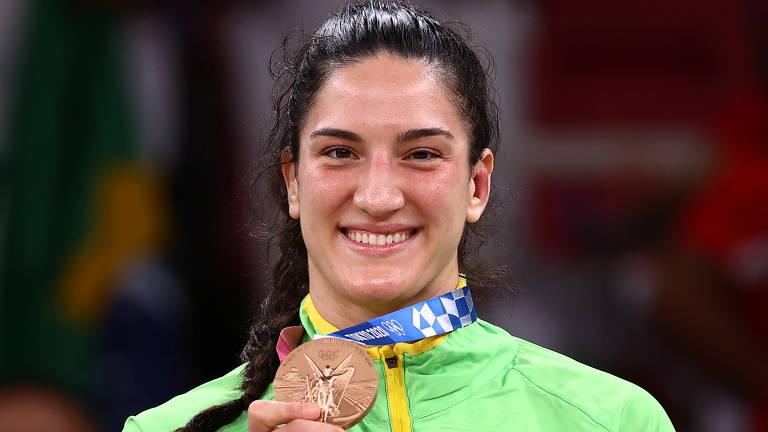 Mayra Aguiar posa com a medalha de bronze conquistada na categoria até 78 kg nos Jogos de Tóquio-2020