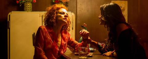 Cena do filme Veneza dirigido por Miguel Falabella com Maria Eduarda de Carvalho e Dira Paes