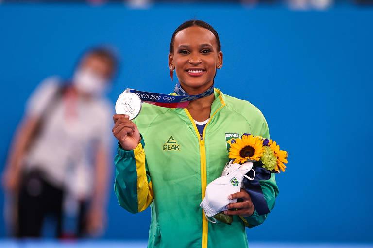 Rebeca Andrade conquista a medalha de prata na ginástica nas Olimpíadas de Tóquio