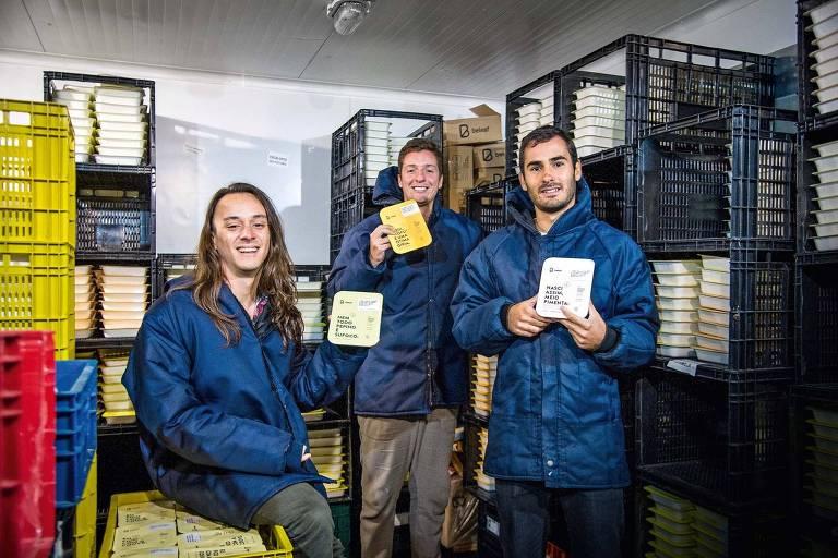 Jonatas Mesquita, 29, Fernando Bardusco, 30, e Fabio Biasi, 27, fundadores da Beleaf, de marmitas saudáveis
