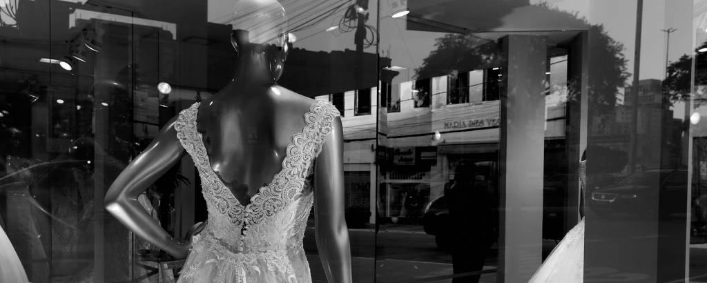 Vitrine na rua São Caetano, conhecida como a rua das noivas.