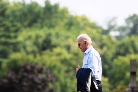 US President Joe Biden returns to his car after attending service at  Saint Joseph on the Brandywine Roman Catholic Church in Wilmington, Delaware on July 24, 2021. (Photo by MANDEL NGAN / AFP) ORG XMIT: MNN10636