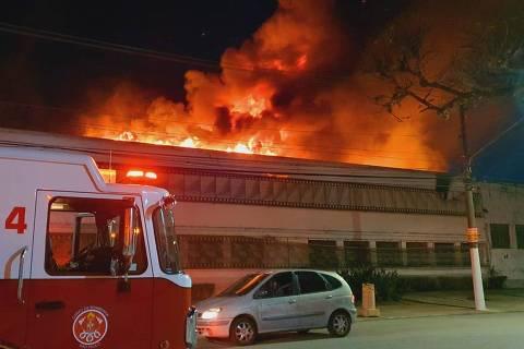 Incêndio atinge depósito da Cinemateca Brasileira na zona oeste de São Paulo