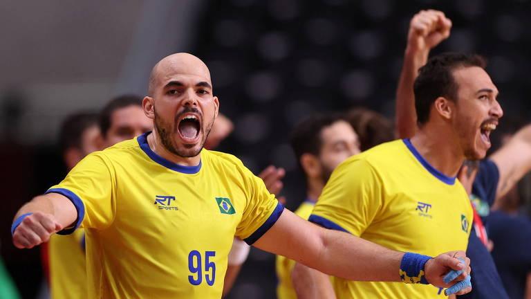 Gustavo Rodrigues comemora a vitória brasileira em cima da Argentina por 25 a 23