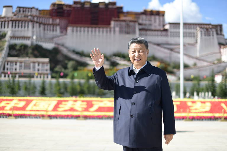 Xi Jinping volta da praia e prega 'socialismo raiz' na China