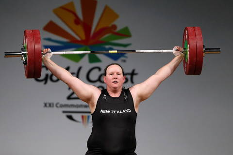 FILE PHOTO: Weightlifting - Gold Coast 2018 Commonwealth Games - Women's +90kg - Final - Carrara Sports Arena 1 - Gold Coast, Australia - April 9, 2018. Laurel Hubbard of New Zealand competes. REUTERS/Paul Childs/File Photo ORG XMIT: KVL609