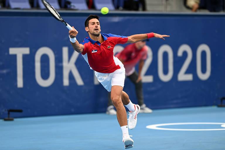 Novak Djokovic era um dos grandes nomes do tênis nas Olimpíadas, ao lado de Naomi Osaka; no entanto, ficou fora da briga pelo ouro no simples e nas duplas