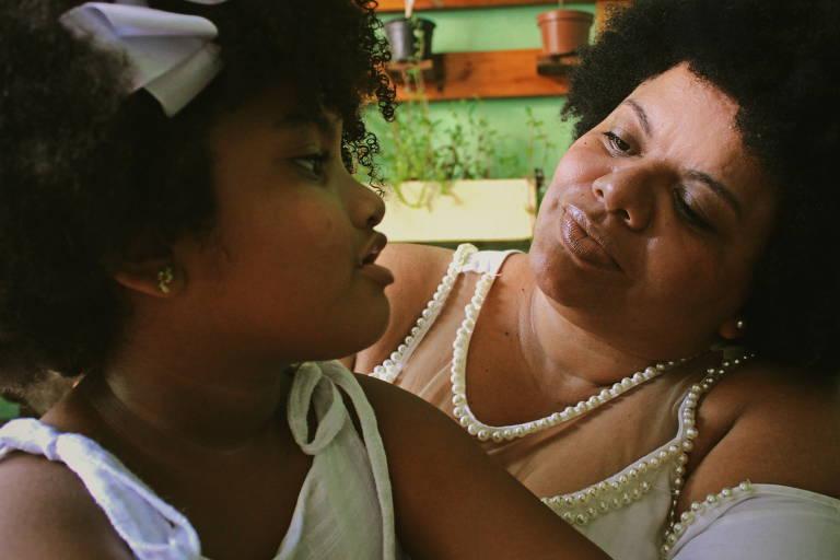 Modelo infantil Catarina, 6, e a mãe Milena de Castro Pereira