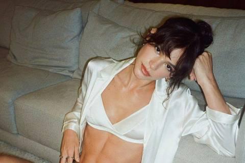 A atriz Bruna Marquezine em campanha para a grife Intimissimi