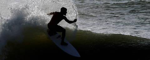 Brazilian surfer Italo Ferreira, gold medalist at Tokyo 2020 Olympics, practices at Point Secret beach in his hometown Baia Formosa, in Rio Grande do Norte state, Brazil, July 30, 2021. REUTERS/Rodolfo Buhrer ORG XMIT: GGGRJO07