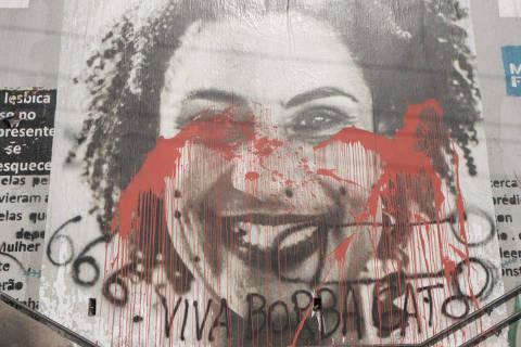escadão Marielle Franco é manchado com tinta vermelha ( Foto: William Cardoso )
