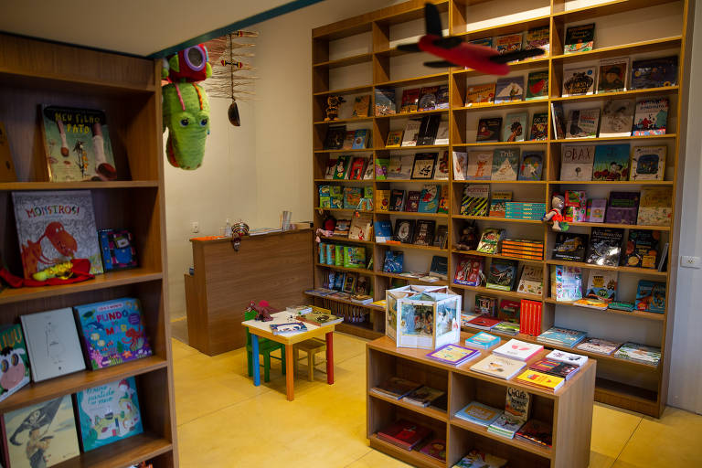 Veja imagens da nova livraria Pé de Livro