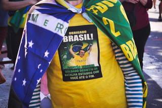 Manifestantes em ato pró-Bolsonaro em Copacabana