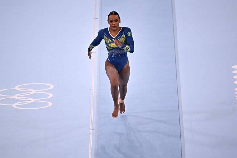 Rebeca Andrade compete no salto no Centro de Ginástica Ariake, em Tóquio, mesmo local da final deste domingo