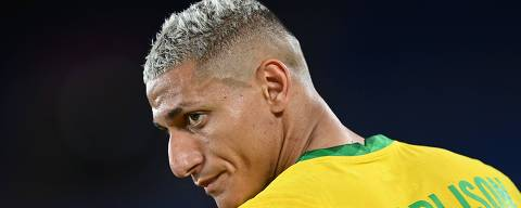 Brazil's forward Richarlison looks on during the Tokyo 2020 Olympic Games men's group D first round football match between Brazil and Germany at the Yokohama International Stadium in Yokohama on July 22, 2021. (Photo by DANIEL LEAL-OLIVAS / AFP)