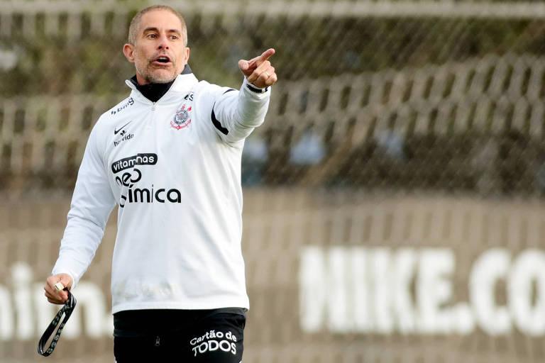 Corinthians de Sylvinho, 0,7 gol por jogo, enfrenta Flamengo de Renato, 4,2