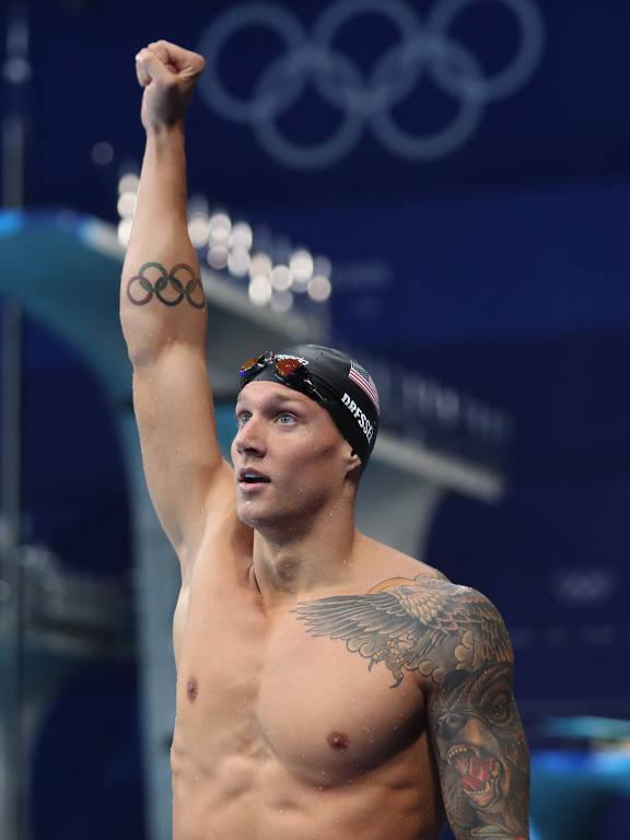 Caeleb Dressel, dos Estados Unidos, comemora após a final masculina da natação dos 100 m borboleta