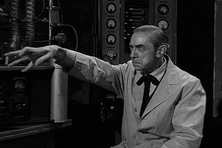 """Cena do filme """"A Noiva do Monstro"""", de 1955"""