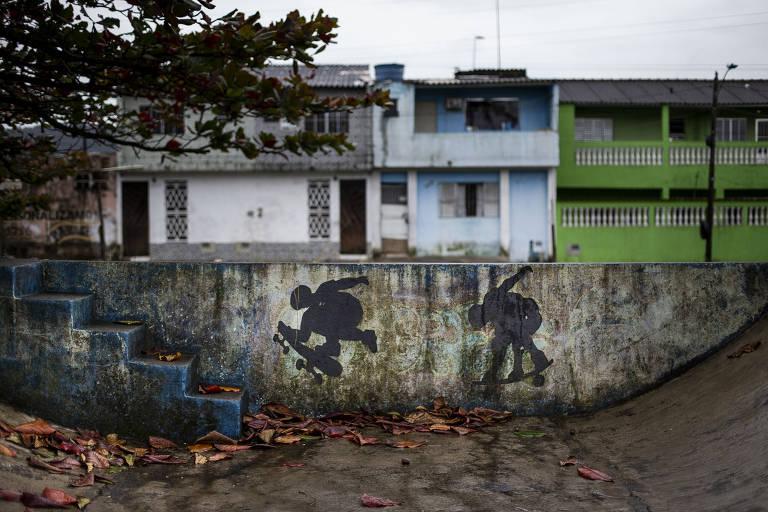 A Pista de Skate Maria Clara, em Itanhaém,  tem muitas rachaduras e encontra-se em péssimo estado de conservação