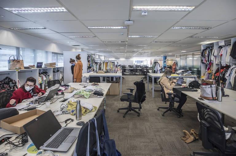 Volta ao escritório no modelo híbrido inaugura a era dos 'sem mesa'
