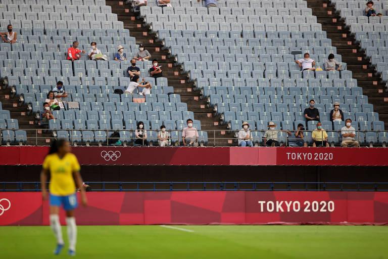 Torcedores no duelo entre Brasil e China pelas Olimpíadas, na cidade de Miyagi